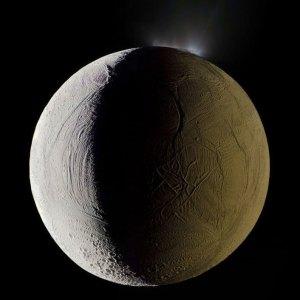 enceladus-geyser-saturnshine